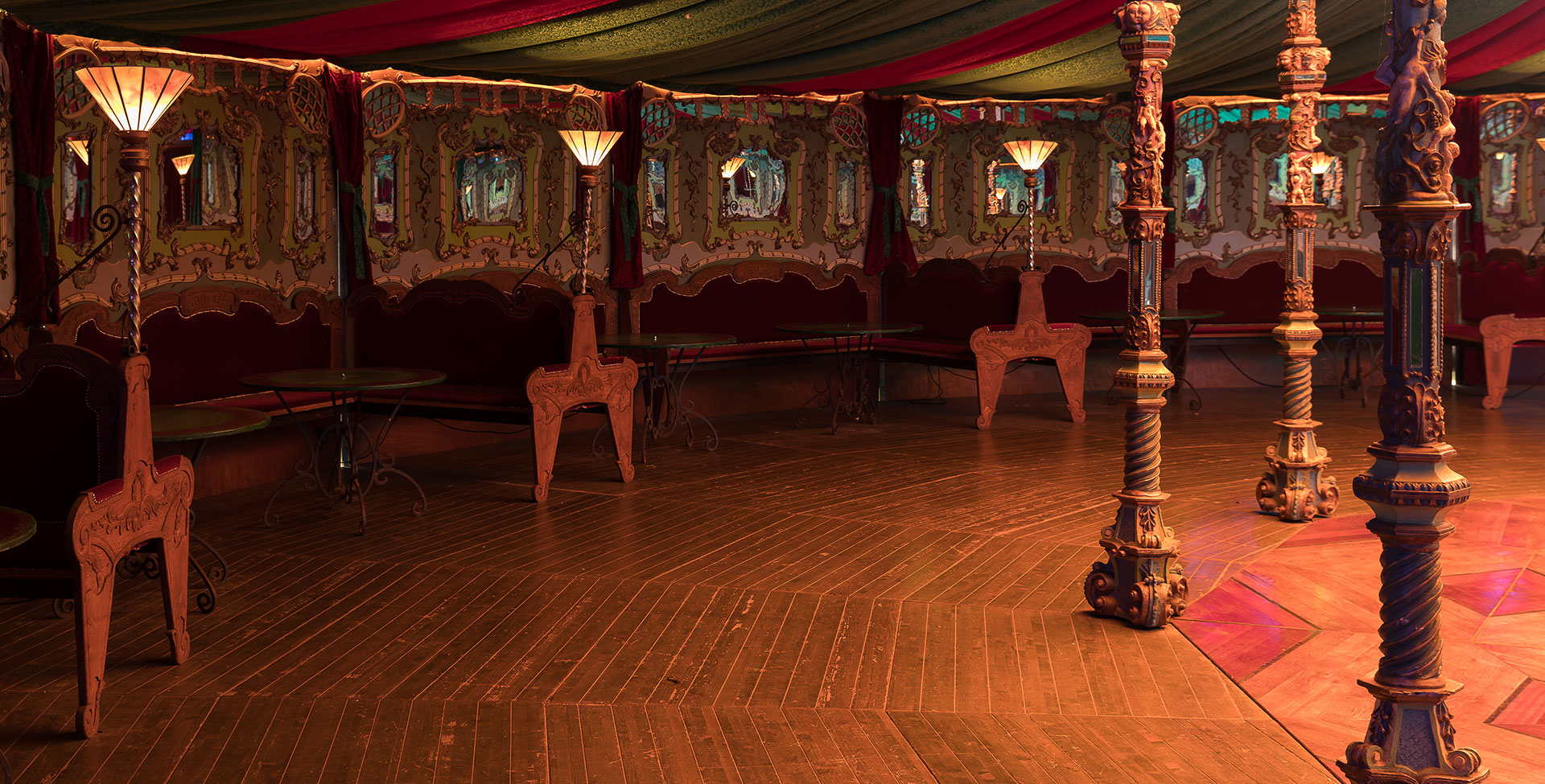 Bar spiegeltent Idolize
