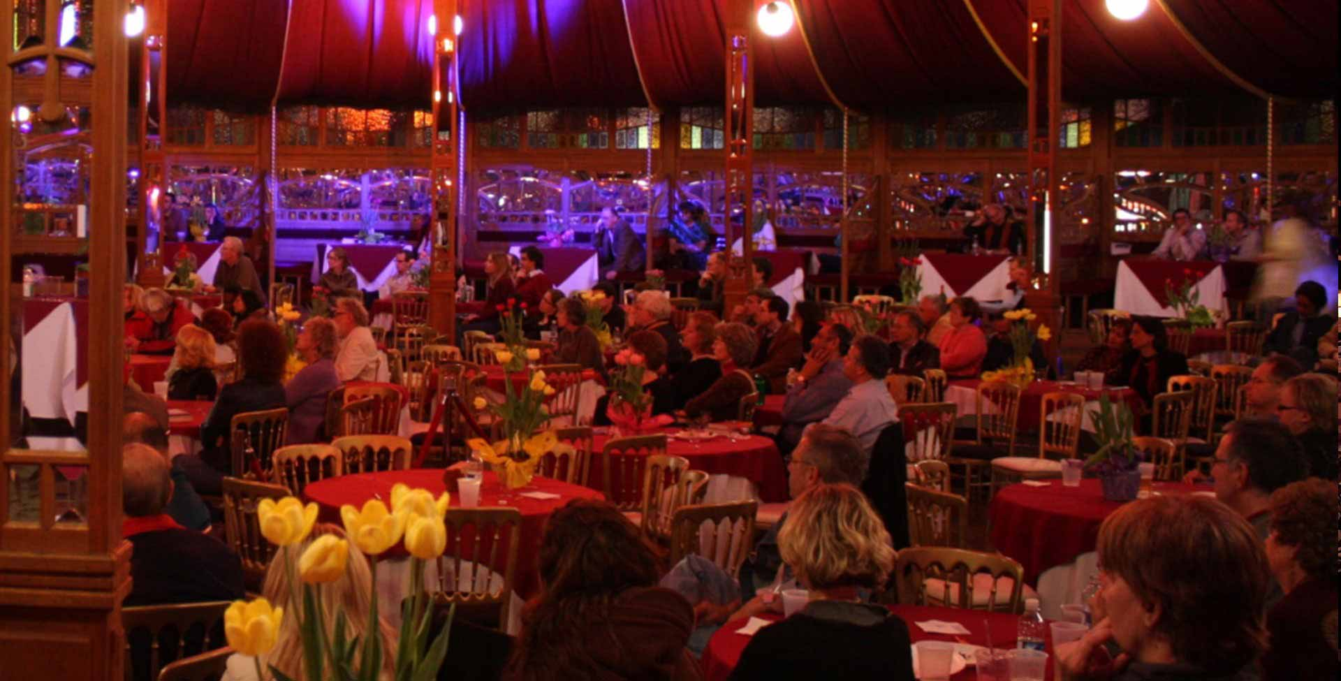 Attendance spiegeltent Magic Mirror