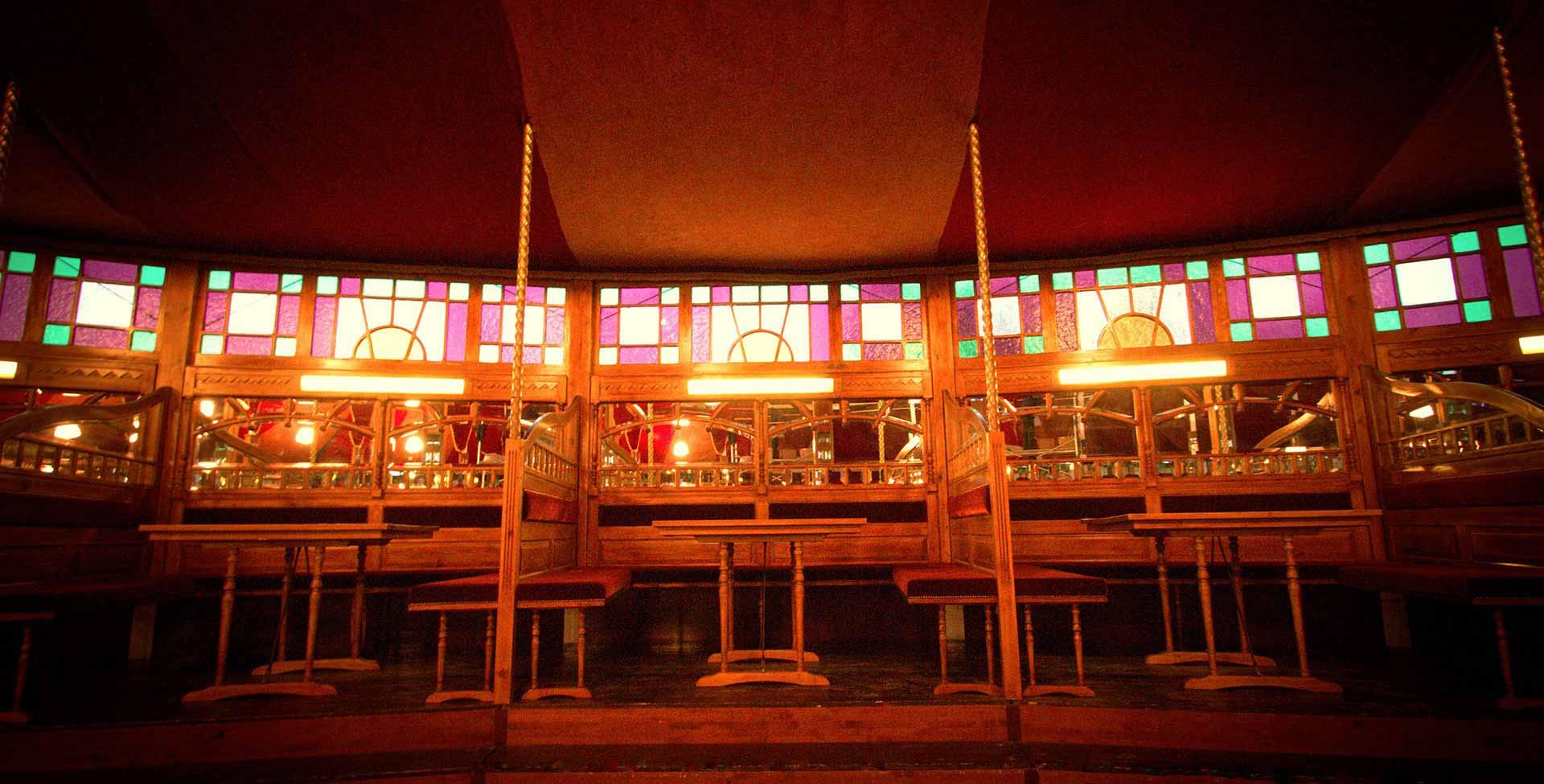 Bar spiegeltent Paradiso