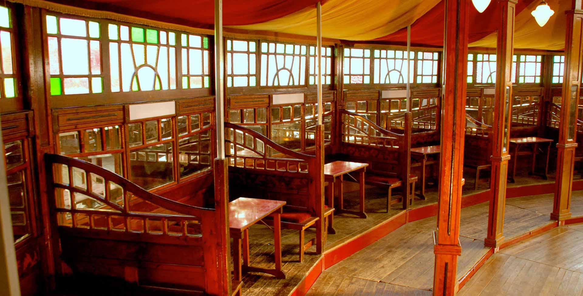 ... Tables spiegeltent Romantiek ... & Romantiek Spiegeltent | Van Rosmalen Spiegeltenten