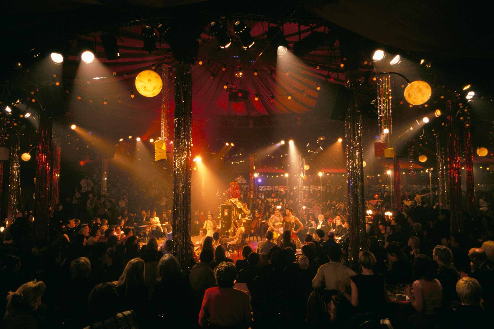 Performance spiegeltent Salon Perdu